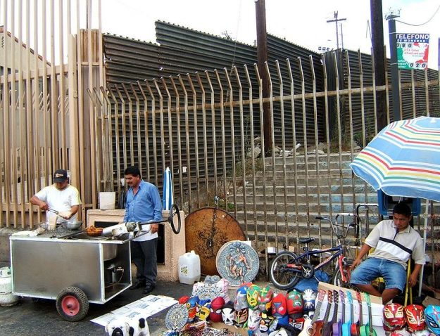 800px-US-Mexico_barrier_at_Tijuana_pedestrian_border_crossing